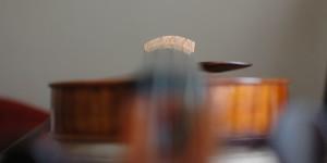 Stegrundung und Griffbrettwölbung einer Geige